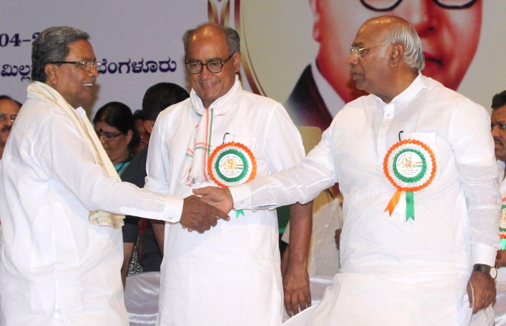 Karnataka Chief Minister Siddaramiah and Leader of the Congress parliamentary party in Lok Sabha Mallikarjun Kharge with Digvijay Singh and other Congress leaders during a programme ... - Siddaramiah and Digvijay Singh