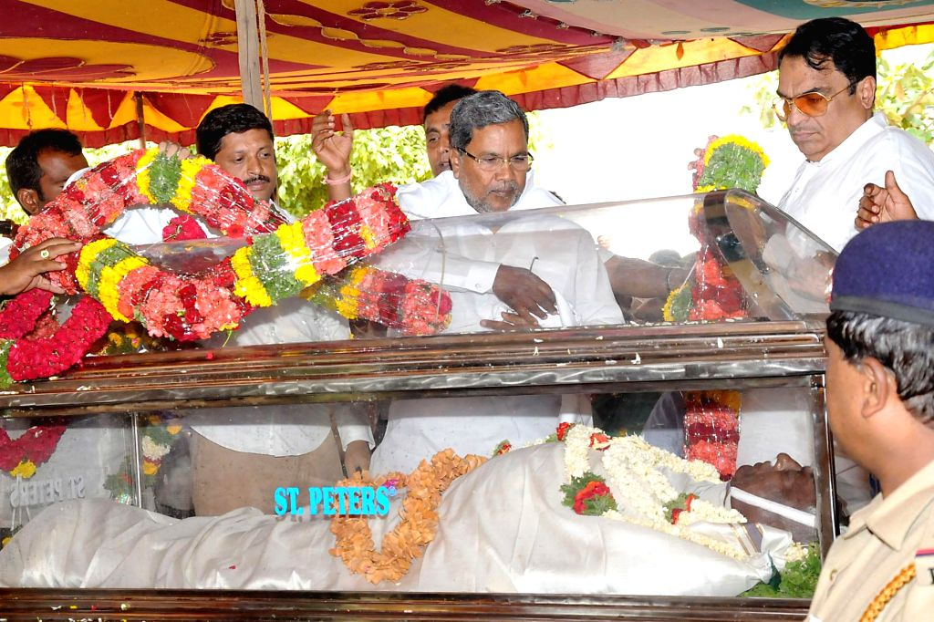 Karnataka Chief Minister Siddaramiah pays his last respect to Karnataka JD(S) president and party candidate for Tumkur Lok Sabha seat, A Krishnappa who passed way following a heart-attack at his ...