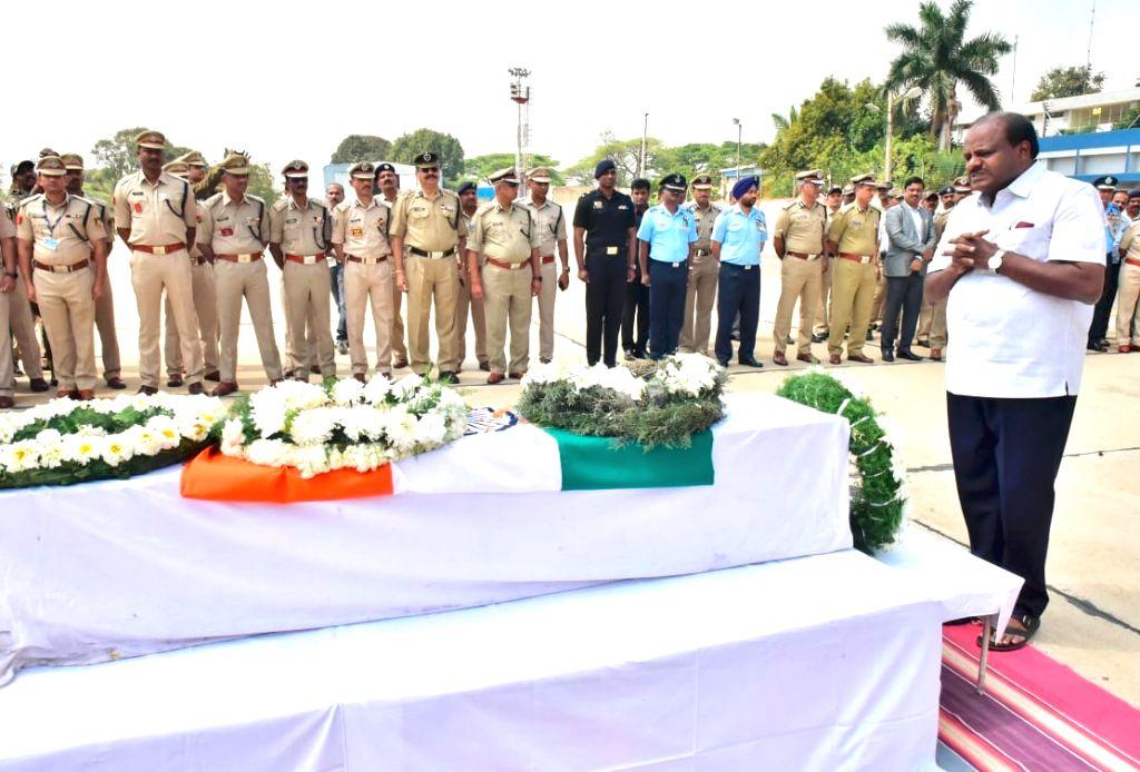 Karnataka Chief Minister Siddaramiah pays tribute to Guru H who was among the 49 CRPF personnel killed 14 Feb Pulwama militant attack, in Bengaluru on Feb 16, 2019. - Siddaramiah