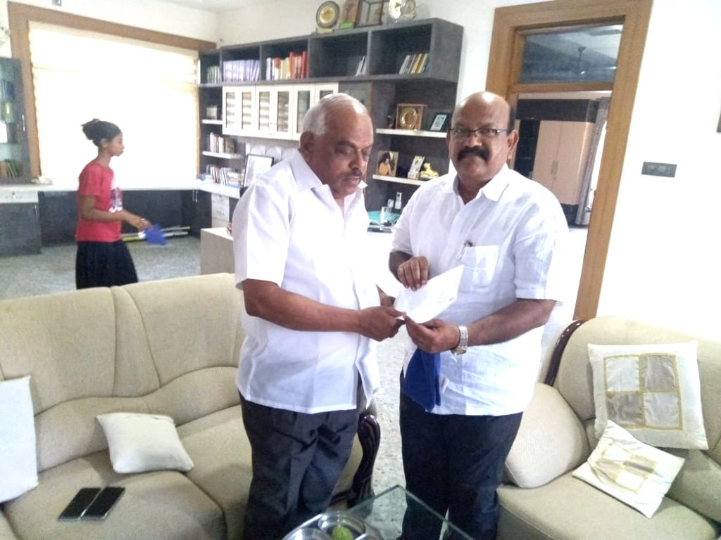 Karnataka Congress MLA Umesh Jadhav (right) from Chincholi Assembly segment submits his resignation to Karnataka Assembly Speaker K.R. Ramesh Kumar at Kolar, near Bengaluru on March 4, ... - K. and R. Ramesh Kumar
