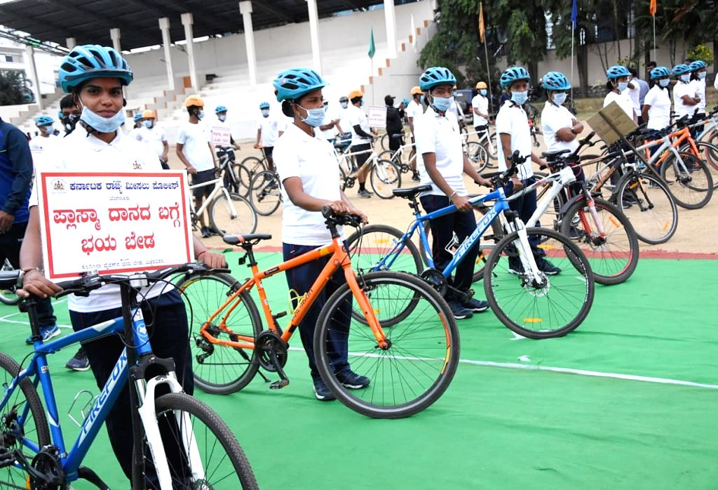 Karnataka DG & IGP Praveen Sood flagged off bicycle jatha program to raise awareness of life saving by donating plasma in public at Ashok Nagar Grounds, in Bengaluru on Sunday August ...