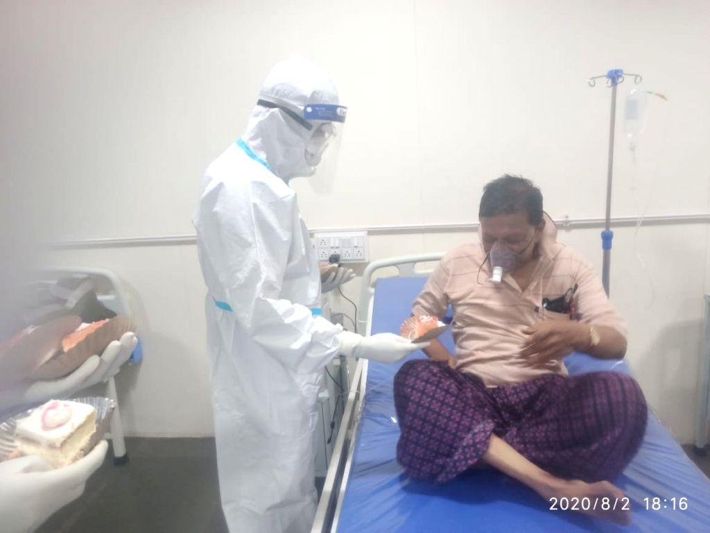 Karnataka doctor cheers up Covid patients with birthday cake.