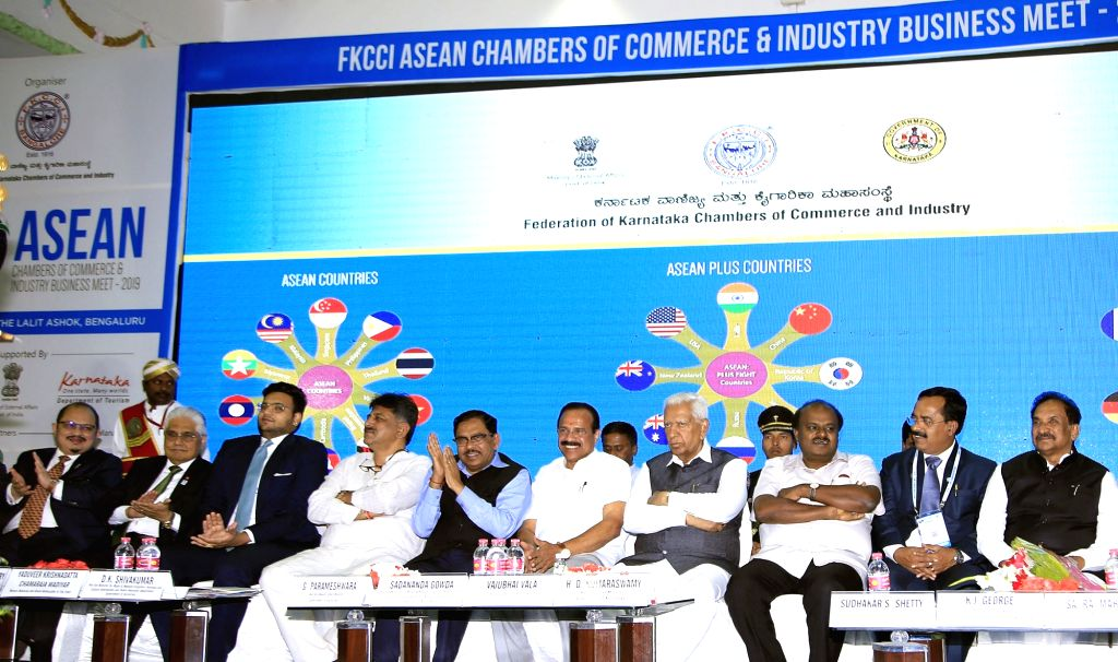 "Karnataka Governor Vajubhai Rudabhai Vala and Chief Minister HD Kumaraswamy during inauguration of ""ASEAN Chambers of Commerce and Industry Business Meet - 2019"" in Bengaluru on ... - H"