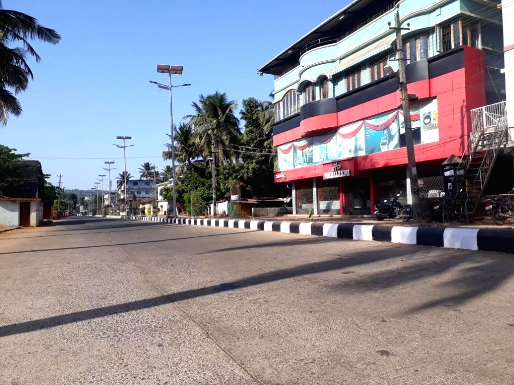 Karnataka Health Minister B. Sriramulu on Sunday shared a few pictures of abandoned streets, roads and town centres in Karnataka towns such as Karwar, Mangaluru, Shimoga and others in view of the ... - B. Sriramulu