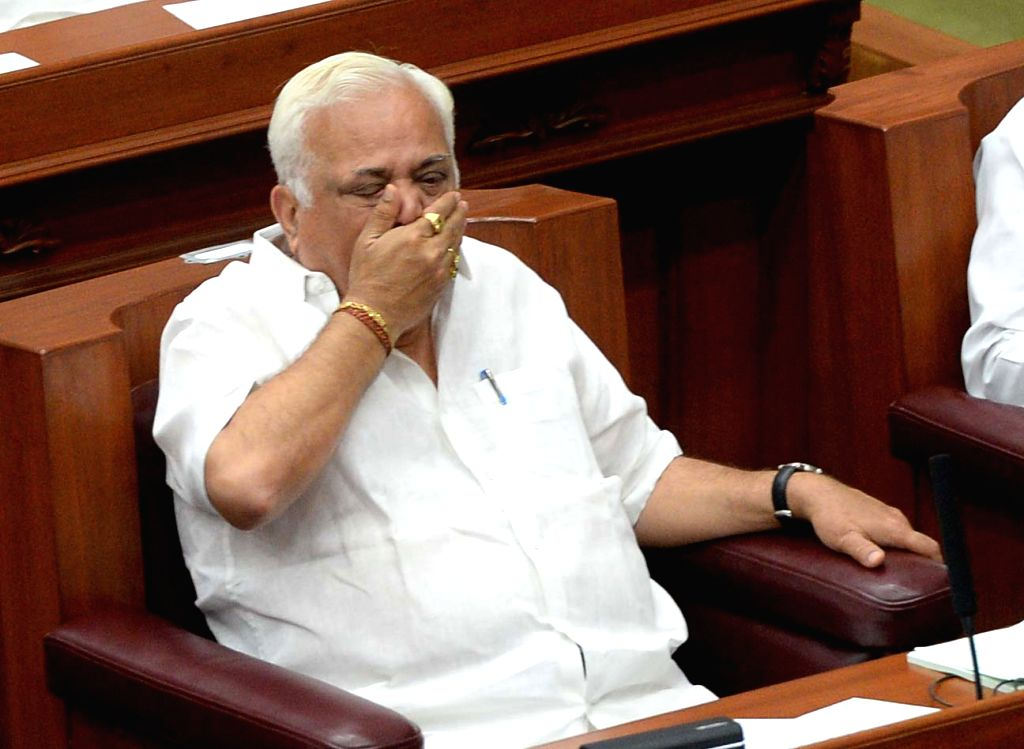 Karnataka Industries Minister RV Deshpande attends the 1st day of the winter session of the Karnataka Assembly at Survarna Vidhana Soudha in Belagavi on Nov 21, 2016. - R