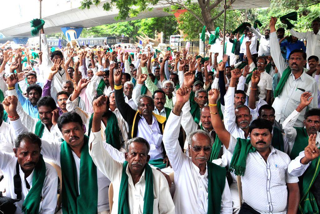 Karnataka Rajya Raita Sangha (Karnataka State Farmers Association) members stage a demonstration demanding full waive off of farmers loans, in Bengaluru on July 9, 2018.