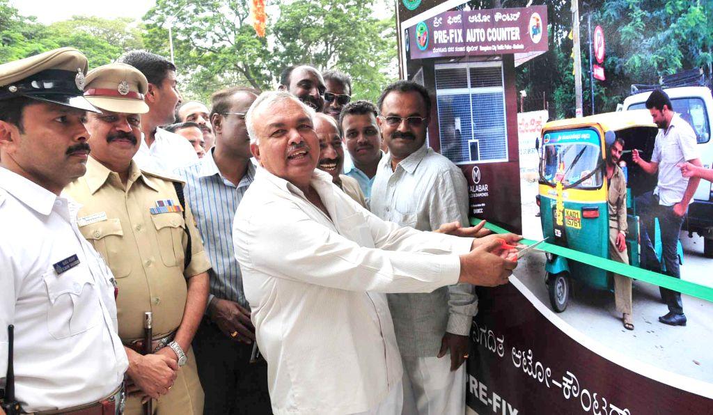 Karnataka Transport Minister Ramalinga Reddy during inauguration of Pre-Fix Auto Counter at Madiwala junction in Bangalore on Aug 25, 2014. - Ramalinga Reddy