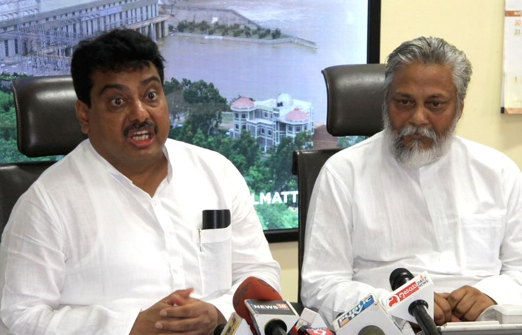 Karnataka Water Resources Minister M. B. Patil along with water conservationist Rajendra Singh during a press conference in Bengaluru on Aug 9, 2017. - M. B. Patil and Rajendra Singh