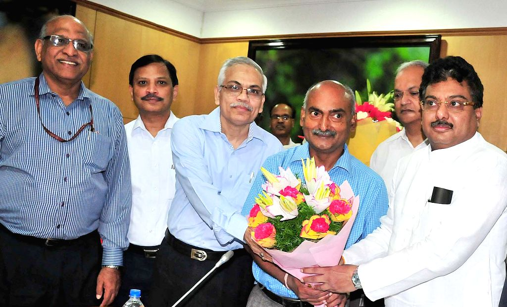 Karnataka Water Resources Minister MB Patil during a meeting with  Central Water Commission Chairman GS Jha and Tamil Nadu Government officials who will be visiting Cauvery basin area to ... - M