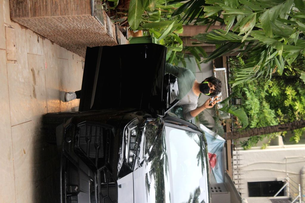 Kartik Aaryan Spotted at Juhu On Monday, 31 May, 2021.
