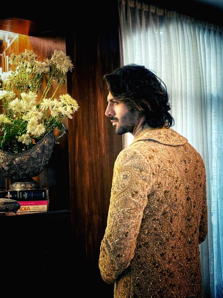 Kartik Aryan's royal look for Manish Malhotra's LFW show - Manish Malhotra
