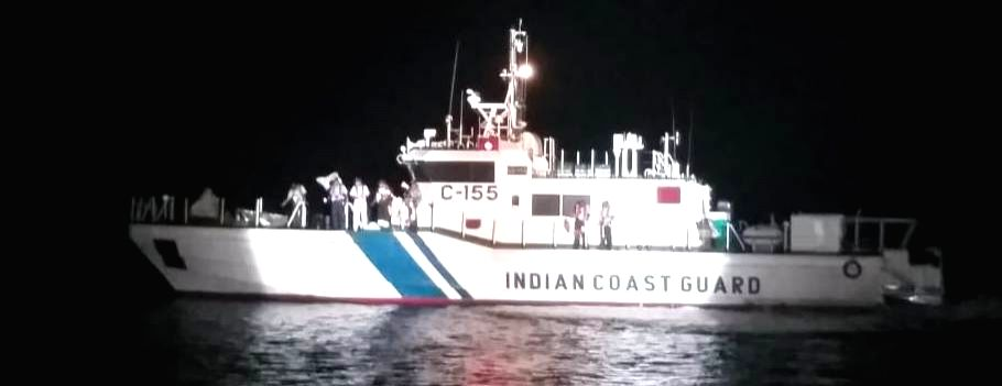 Karwar: Rescue operations underway after a boat carrying 26 devotees sailing from the offshore island of Kurumgarh to Rabindranath Tagore Beach capsized in the Arabian Sea off Karwar coast in Karnataka on Jan 21, 2019. Civil boats operating in the ar