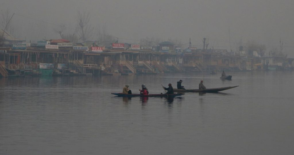 Kashmir continues to be in grip of cold wave