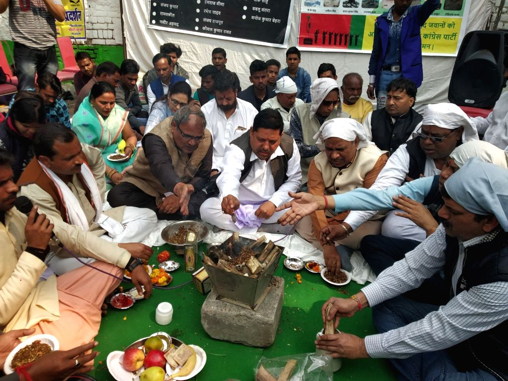 Kashmiri Pandits perform 'Hawan' - ritual that involves making offerings into a consecrated fire - for Pulmawa martyrs in New Delhi on Feb 25, 2019.