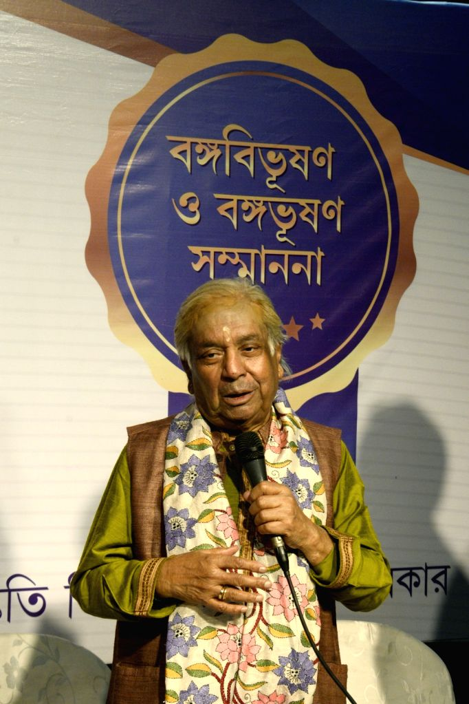 Kathak Maestro Pandit Birju Maharaj addresses during the presentation of Banga Bibhushan award - highest civilian award of West Bengal, in Kolkata on May 26, 2018.