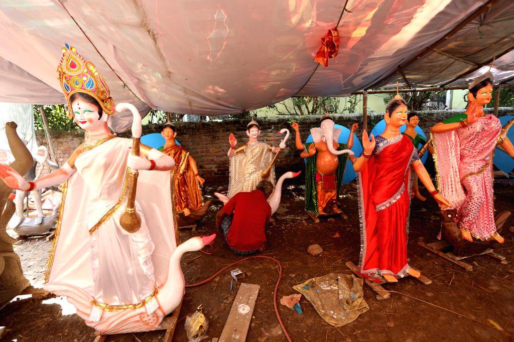 KATHMANDU, Sept. 30, 2016 - An artist gives finishing touches to idols of Goddess Durga during preparations for the Dashain festival in Kathmandu, Nepal, Sept. 30, 2016. indus in Nepal celebrate ...