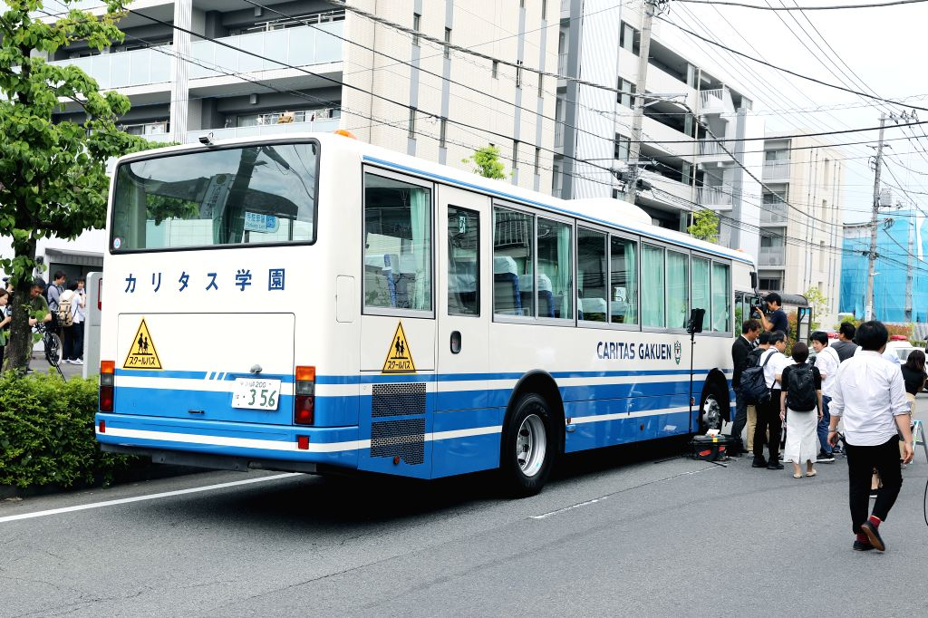 KAWASAKI, May 28, 2019 (Xinhua) -- A school bus stops near the stabbing site in a residential area near Noborito Station in Kawasaki City, which lies to the west of Tokyo, May 28, 2019. An elementary school girl and a man in his 30s have been pronoun
