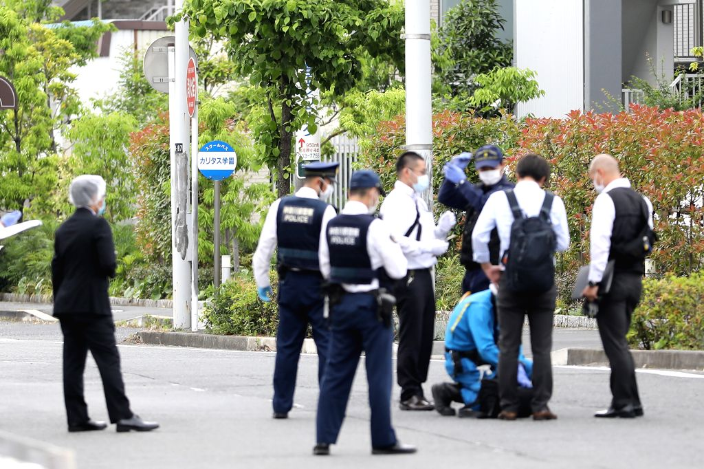 KAWASAKI, May 28, 2019 (Xinhua) -- Police officers investigate around the stabbing site in a residential area near Noborito Station in Kawasaki City, which lies to the west of Tokyo, May 28, 2019. An elementary school girl and a man in his 30s have b