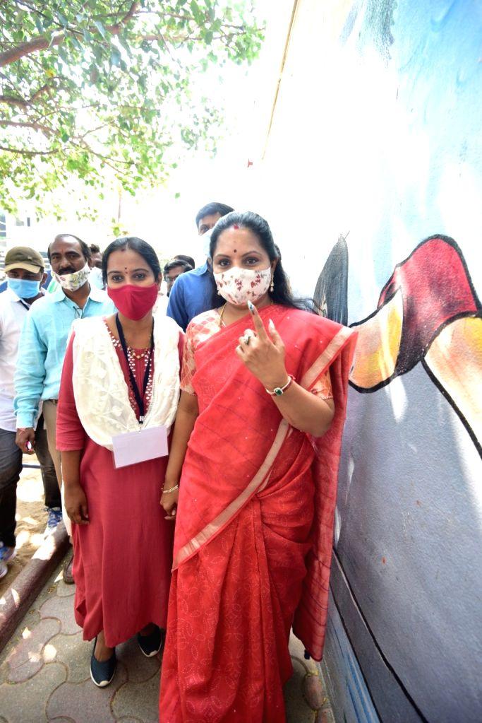 KCR daughter n MLC K Kavita casts vote in Hyderabad poll.