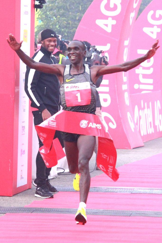 Kenyan Eliud Kipchoge winner of the men's race in Airtel Delhi Half Marathon 2016 at Jawaharlal Nehru Stadium in New Delhi, on Nov 20, 2016.