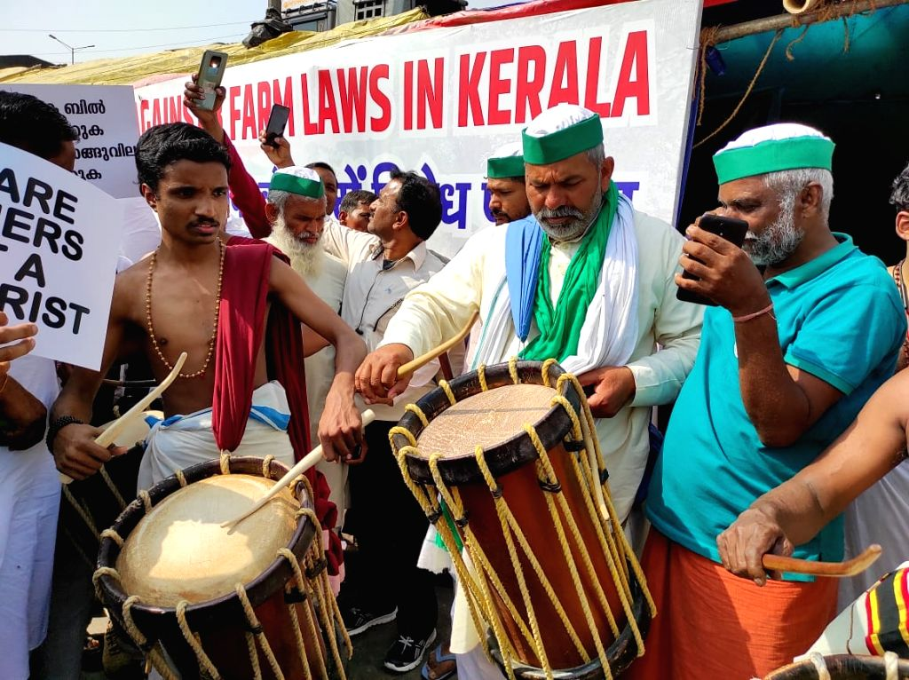 Kerala farmers' pour into protest site at Ghazipur borderi