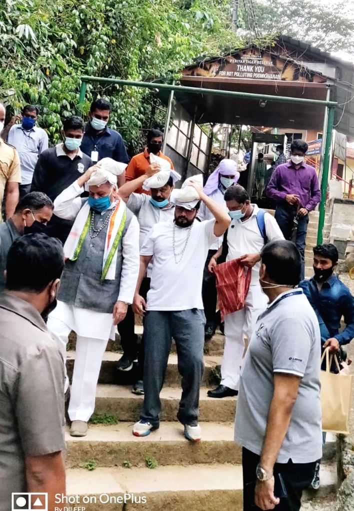 "Kerala Governor Arif Mohammed Khan on a pilgrimage to Sabarimala him shrine ,wearing the traditional ""Bead Mala "" and carrying ""Irumudi Kettu"" in the head. - Arif Mohammed Khan"