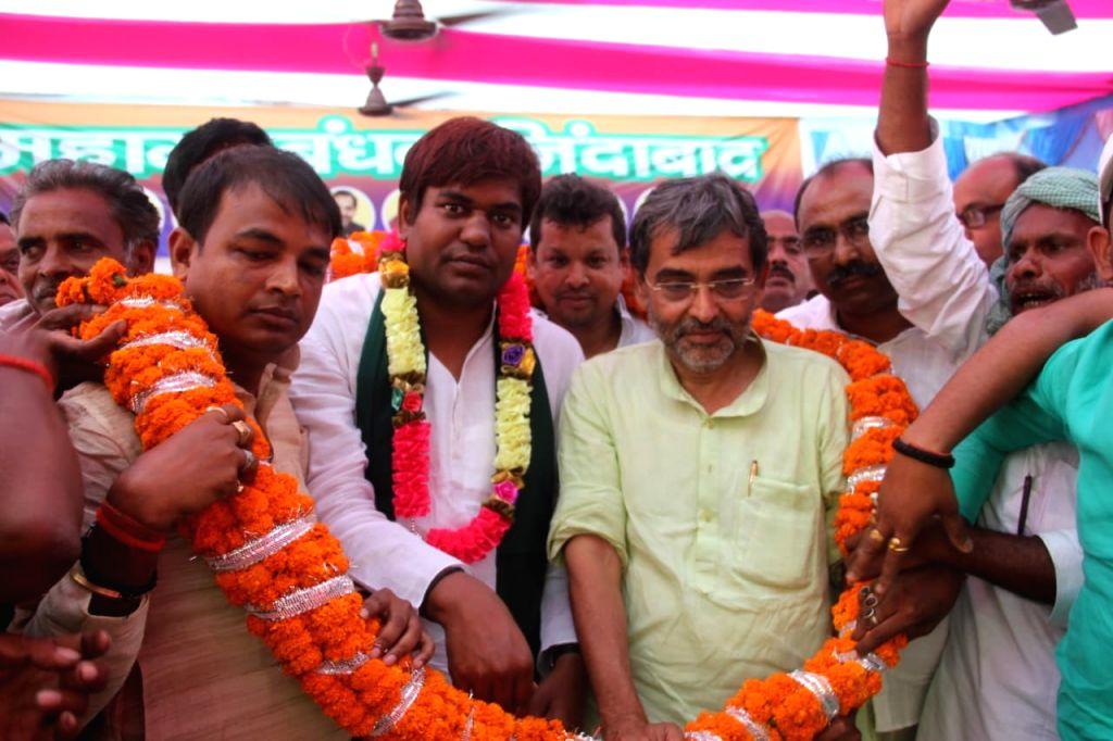 Khagaria: Rashtriya Lok Samata Party (RLSP) chief Upendra Kushwaha and Vikassheel Insan Party (VIP) chief Mukesh Sahni at a public rally in Bihar's Khagaria, on April 20, 2019. (Photo: IANS)