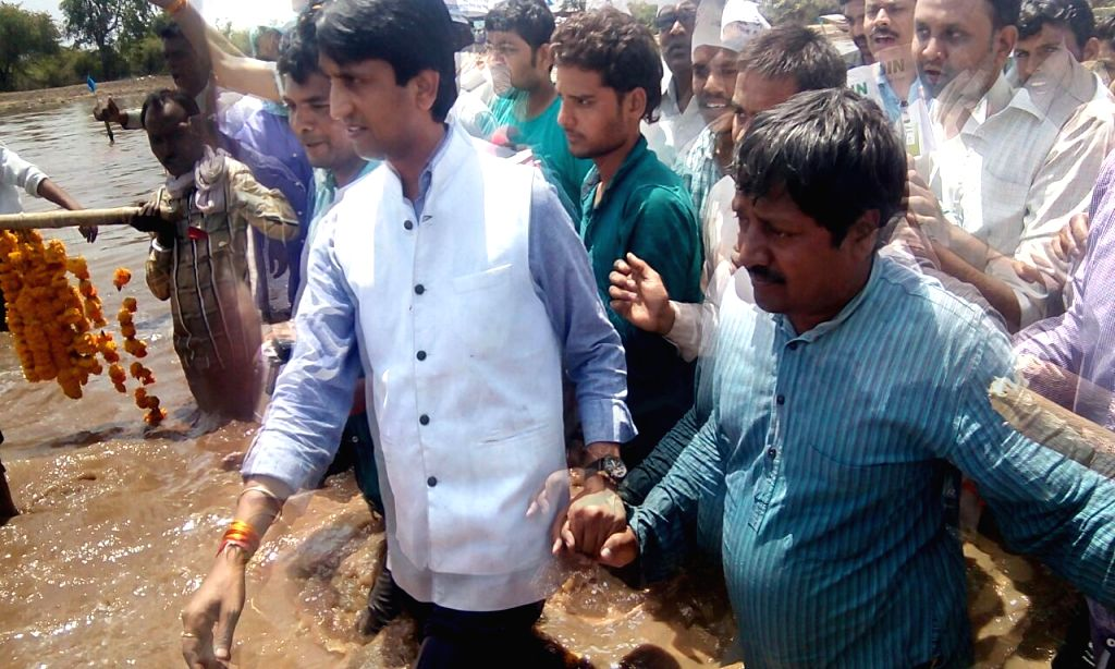 Aam Aadmi Party (AAP) leader Kumar Vishwas arrives to meet the activists who are staging a `jal satyagraha` to demand adequate compensation for their submerged land and lowering of water ...