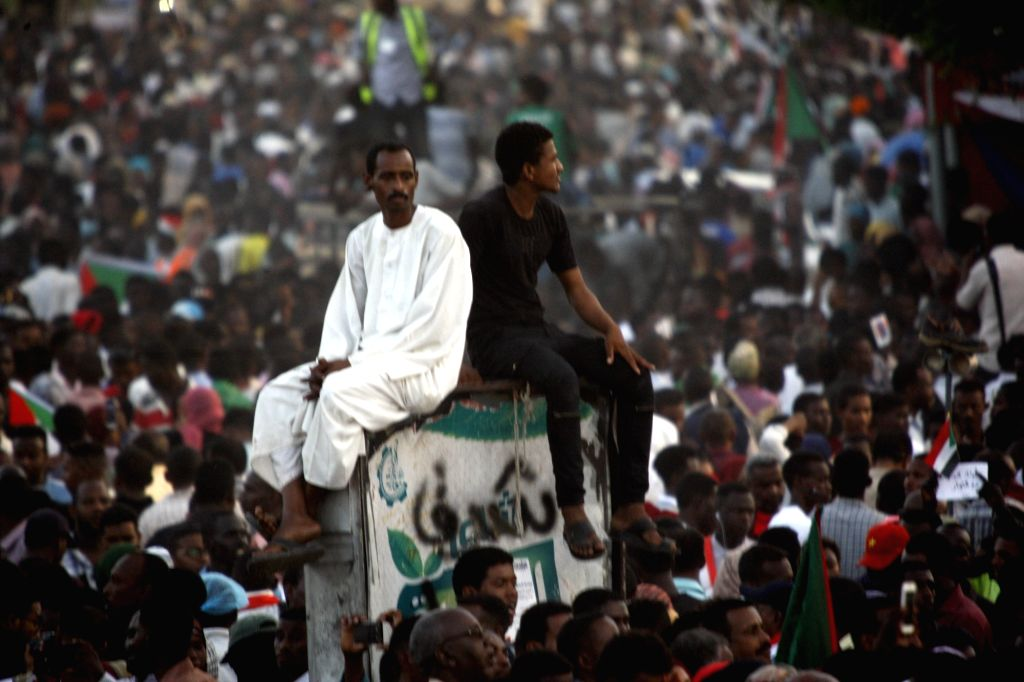 KHARTOUM, April 25, 2019 - Sudanese protest outside the army's headquarters in Khartoum, Sudan, April 25, 2019.