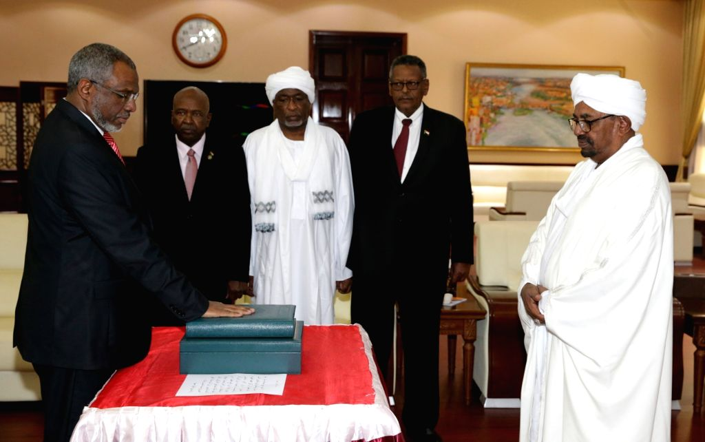 KHARTOUM, Sept. 10, 2018 - Mutaz Mussa (1st L) is sworn in as Prime Minister of Sudan in Khartoum, Sudan, on Sept. 10, 2018. Sudan's newly-appointed First Vice President Bakri Hassan Saleh, Second ... - Mutaz Mussa and Bakri Hassan Saleh
