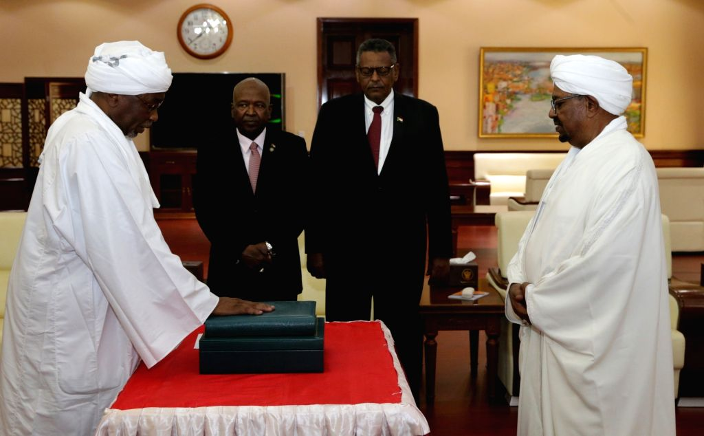 KHARTOUM, Sept. 10, 2018 - Osman Mohamed Yousif Kibir (1st L) is sworn in as Second Vice President of Sudan in Khartoum, Sudan, on Sept. 10, 2018. Sudan's newly-appointed First Vice President Bakri ... - Mutaz Mussa and Bakri Hassan Saleh