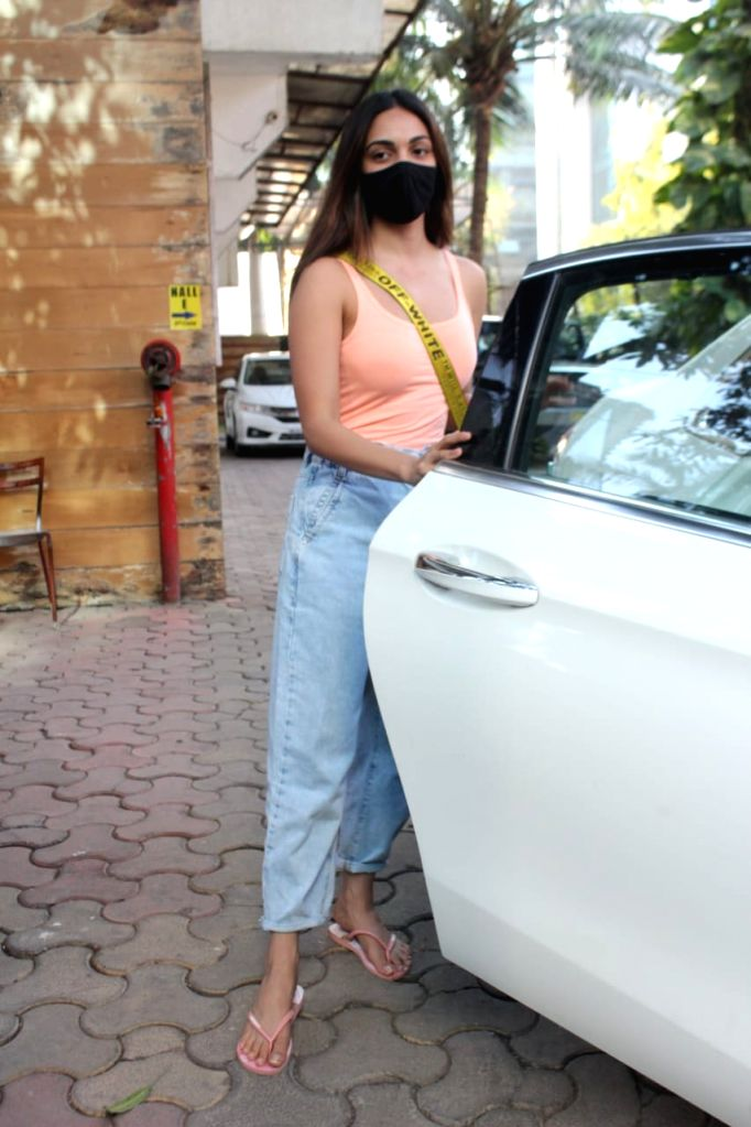 Kiara Advani Spotted At Dance Class In Andheri on Tuesday 02nd March 2021.