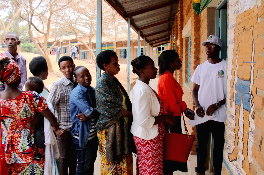 KIGALI, Aug. 4, 2017 - People wait to cast ballots for presidential elections in Kigali, capital city of Rwanda, on Aug. 4, 2017. Rwandan presidential elections kicked off Friday. Analysts expect ...
