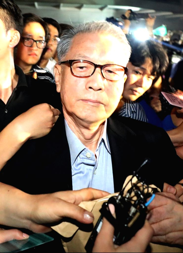 Kim Ki-choon, a former presidential chief of staff, leaves a detention center in eastern Seoul on Aug. 6, 2018, as his custody period ends. Kim had been in detention for one and a half years ...