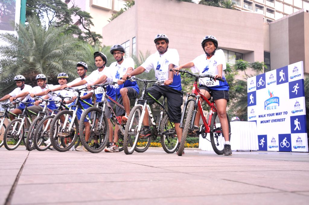 Kingfisher Blue invited Bangaloreans to participate in the exciting triathlon `Walk your way to Mt Everest` in Bangalore on Aug. 23, 2014.