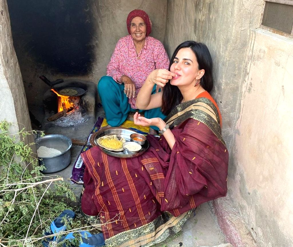 Kirti Kulhari enjoys winter in Rajasthan with Bajra roti lunch.
