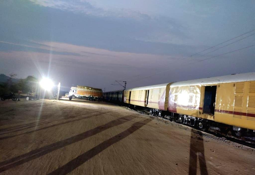 Kisan Rail transports first load of Telangana mangos to Delhi .