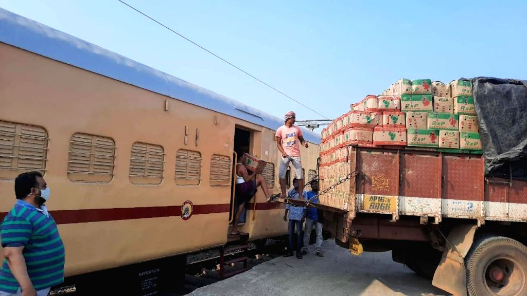 Kisan Rail with mangos leave for Delhi from T'gana's Jagtiyal