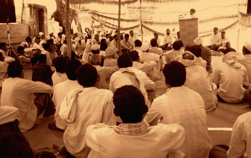 Kishore Tiwari's first meeting with farmers 25 years ago in Yavatmal.
