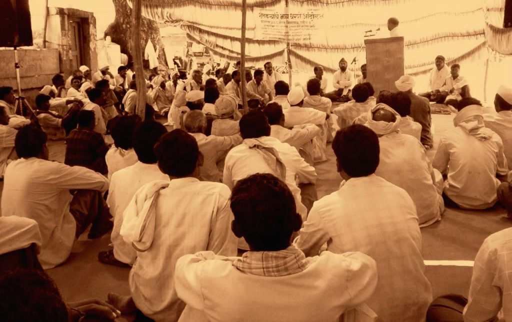 Kishore Tiwari's first meeting with farmers 25 years ago in Yavatmal.