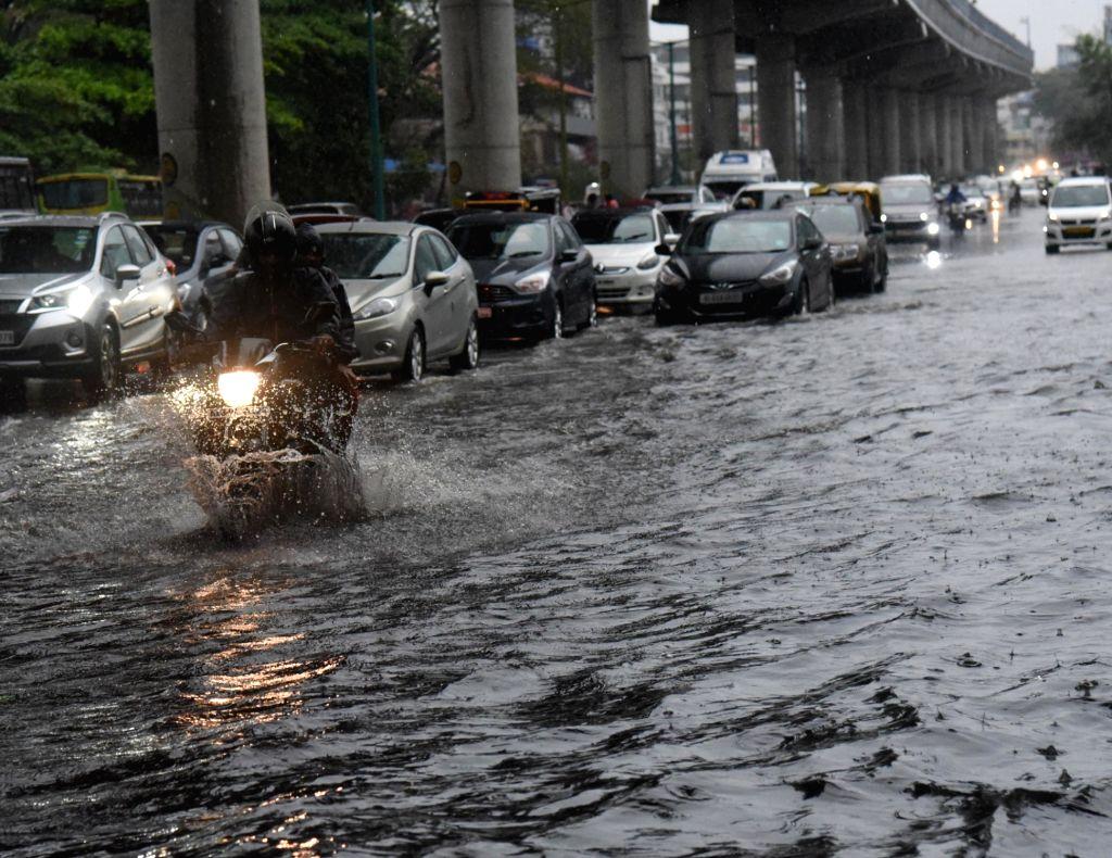 Kochi witnesses heavy rains as Monsoon arrives in Kerala on June 9, 2019.