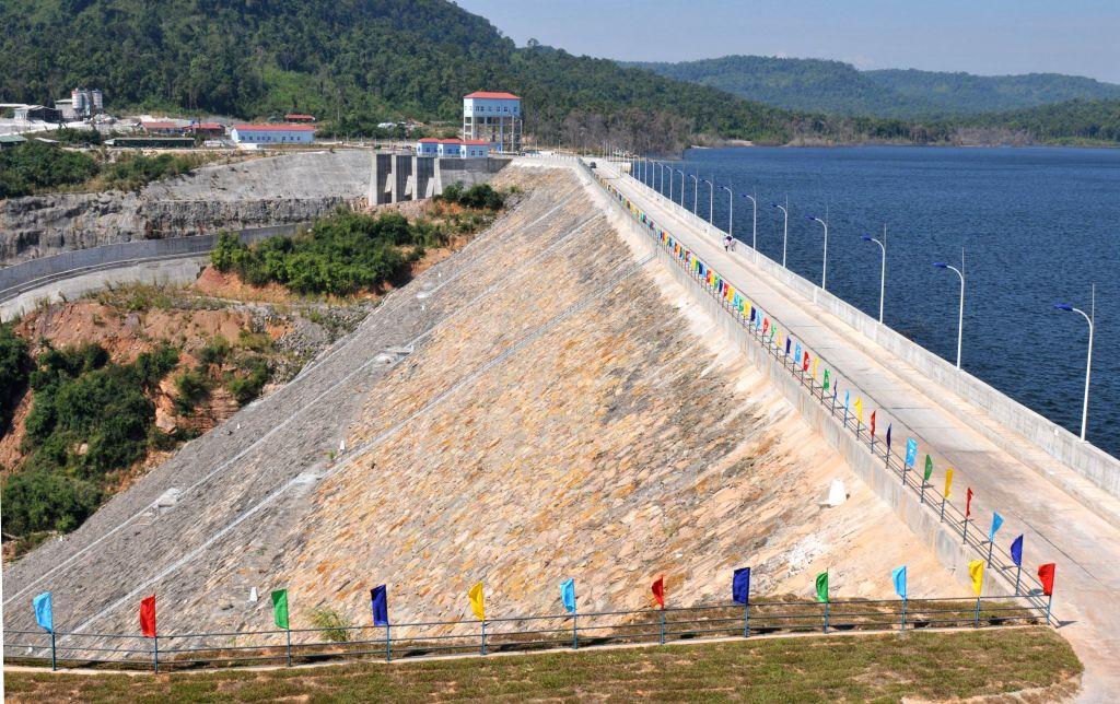 Photo taken on Jan. 12, 2015 shows the Chinese-built 338-megawatt Russei Chrum Krom River hydropower dam in Koh Kong province, Cambodia. The hydroelectric dam, ...