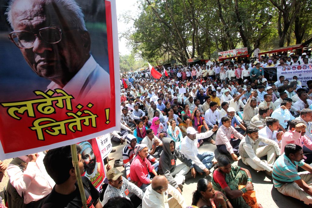People stage a protest against attack on veteran CPI leader comrade Govind Pansare and his wife in Kolhapur, Maharashtra on Feb 17, 2015.
