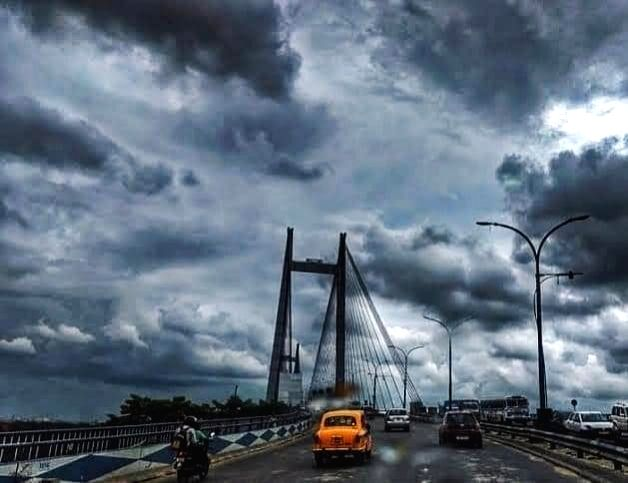 Kolkata: A blanket of thick dark clouds engulf Kolkata as Super Cyclone Amphan made its appearance as it pummelled through the night over Kolkata and large parts of West Bengal leaving behind a trail of deaths as at least 12 people were killed. (Phot
