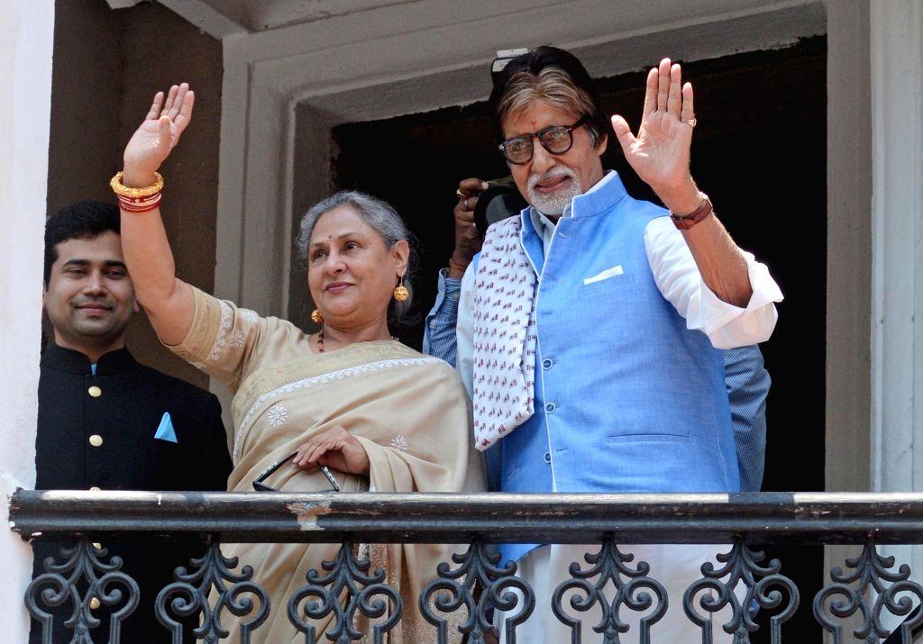 Kolkata: Actors Amitabh Bachchan and Jaya Bachchan during inauguration of a jewellery store in Kolkata, on May 8, 2016. (Photo: Kuntal Chakrabarty/IANS) - Amitabh Bachchan and Jaya Bachchan
