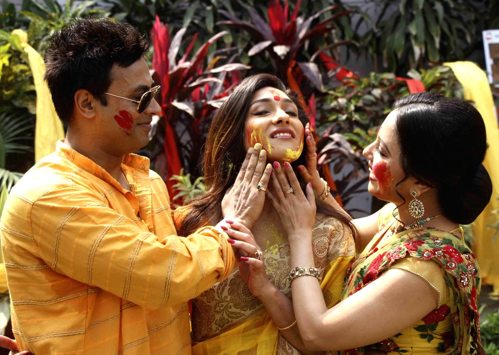 Actors Rituparna Sengupta, Indrani Dutta and others celebrate `Holi` in Kolkata, on March 3, 2015. - Rituparna Sengupta and Indrani Dutta