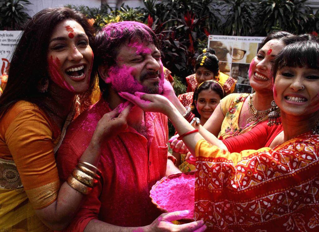 Actors Rituparna Sengupta, Indrani Dutta and Monami Chakroborty celebrate holi with filmmaker Shiboprosad Mukherjee in Kolkata, on March 3, 2015. - Rituparna Sengupta, Indrani Dutta, Monami Chakroborty and Shiboprosad Mukherjee