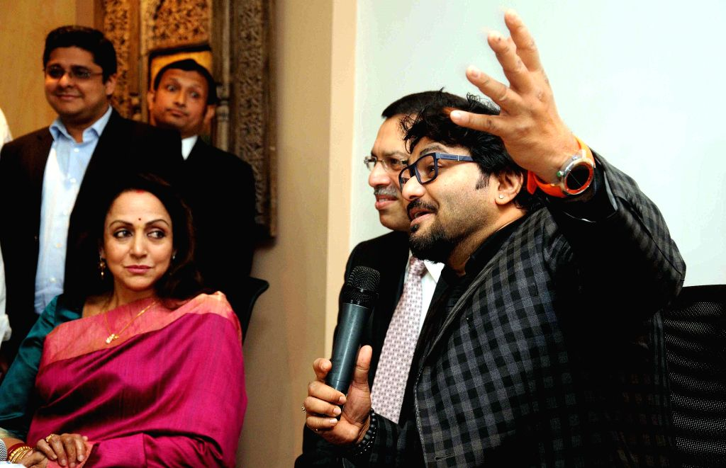 Actress Hema Malini with Union Minister of State for Urban Development, Housing and Urban Poverty Alleviation Babul Supriyo and RP Sanjiv Goenka Group chairman Sanjiv Goenka at the launch of - Sanjiv Goenka Group