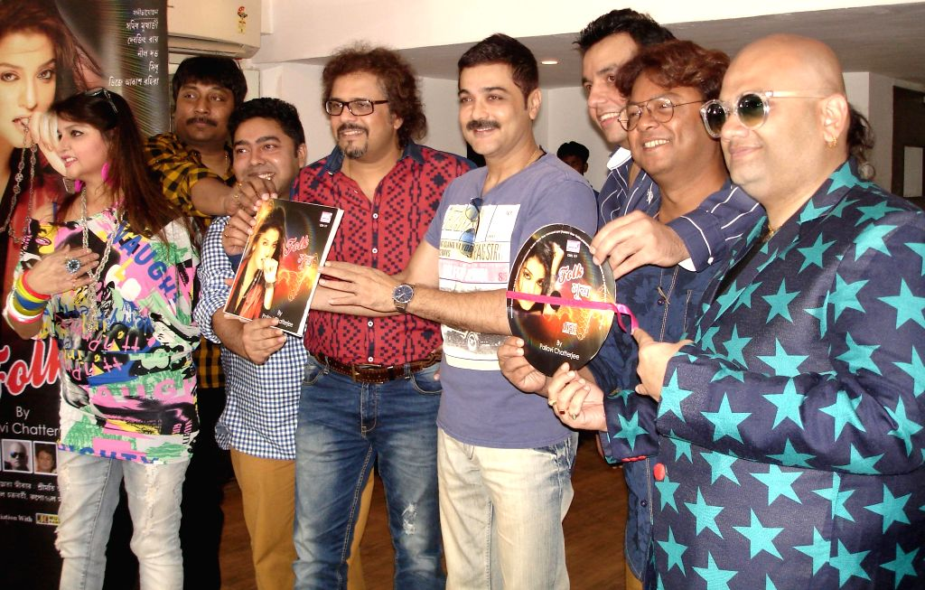 Actress Pallavi Chatterjee, singer, Debjit Ray, music composer, Neel Dutta, percussionist, Bickram Ghosh, actor Prosenjit Chatterjee, actor  Akash, DJ, Sidhu, music composer, Samidh ... - Bickram Ghosh, Prosenjit Chatterjee and Samidh Mukherjee
