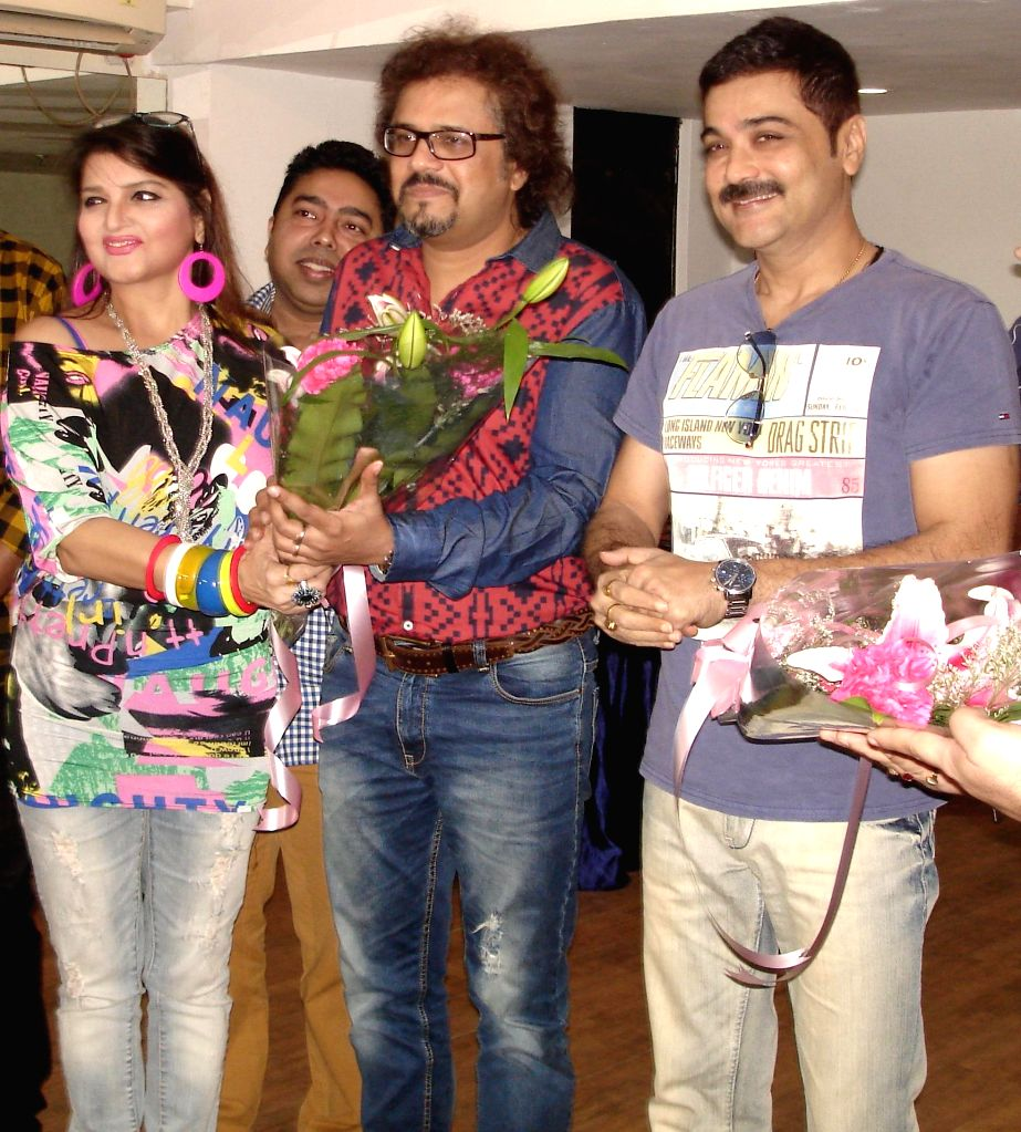 Actress Pallavi Chatterjee, singer Neel Dutta, percussionist Bickram Ghosh, actor Prosenjit Chatterjee at the launch of Pallavi Chatterjee`s music album ``Folk Sutra`` in Kolkata on Oct. 18, - Bickram Ghosh and Prosenjit Chatterjee